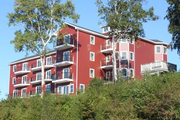Lanes Riverhouse Inn & Cottages